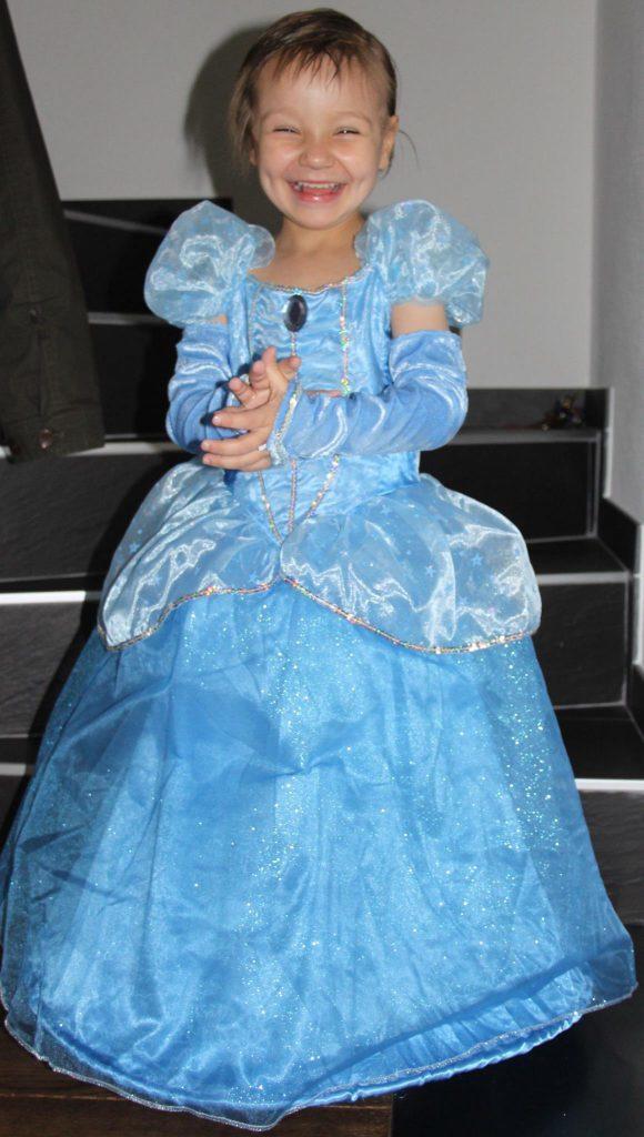Zoé-enfant-atteint-de-cancer-princesse